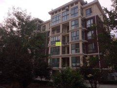 颐景园 132平方米 三室两厅 2楼  73万