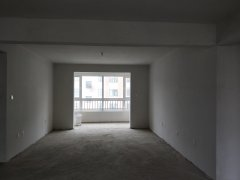 香醍荣府 136平方米 三室两厅 4楼  86万